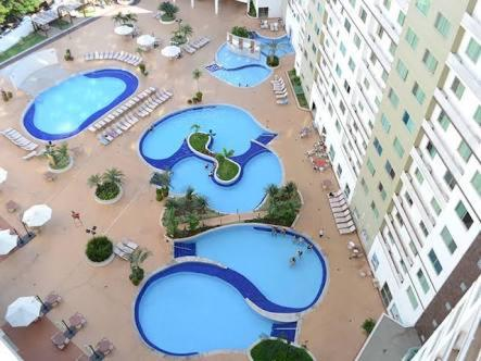 A view of the pool at Apartamento no Riviera Park or nearby