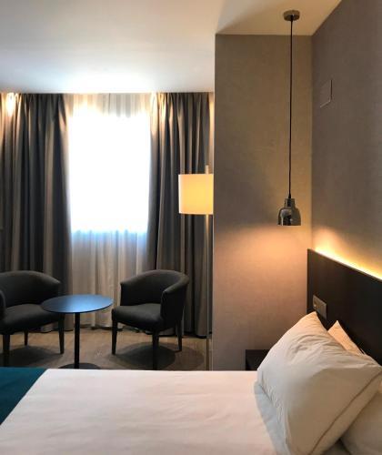 מיטה או מיטות בחדר ב-HG City Suites Barcelona