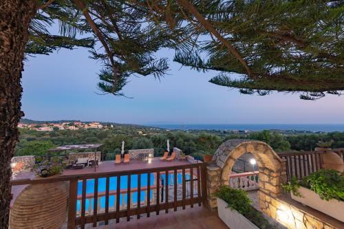 Uitzicht op het zwembad bij Kefalonian 360° Sunrise of in de buurt