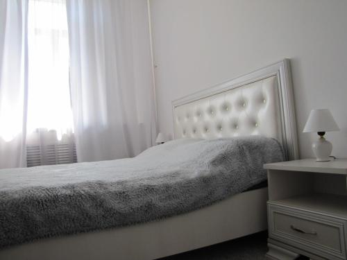 A bed or beds in a room at APARTMENT 12 LENINA