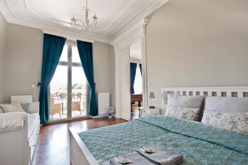 Łóżko lub łóżka w pokoju w obiekcie Wilhelmstadt Apartment - 90m