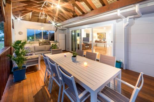 A restaurant or other place to eat at Whitsunday Luxury Homes