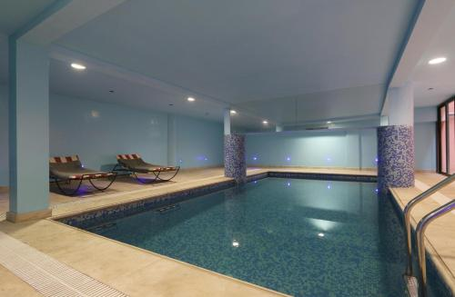The swimming pool at or near Ghita Appartement