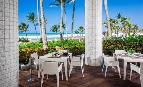 A restaurant or other place to eat at Mayan Playa TORRE I