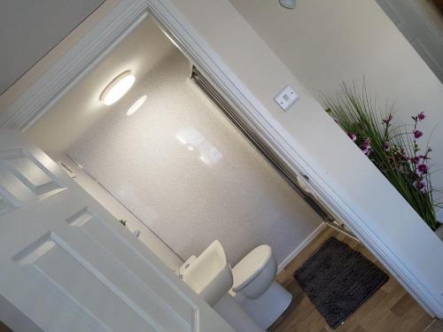 A bathroom at Bridge Street