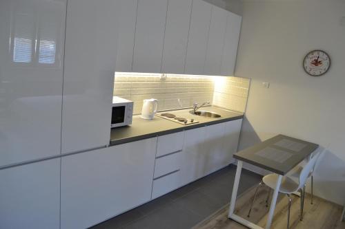 Küche/Küchenzeile in der Unterkunft Lazarus Studio Apartment