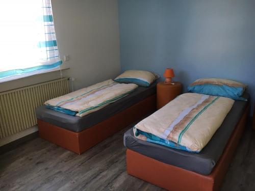 A bed or beds in a room at Ferienwohnung Pfeifer
