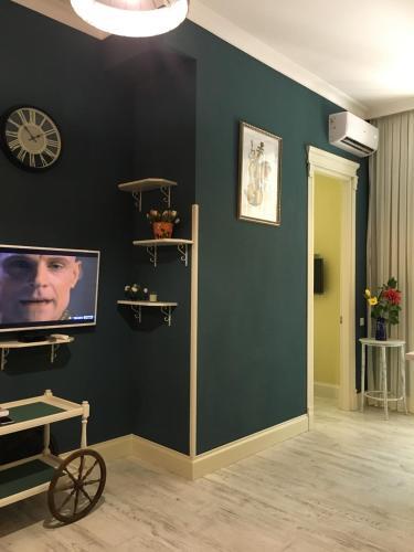 Телевизор и/или развлекательный центр в Apartment Kutaisi BeBe