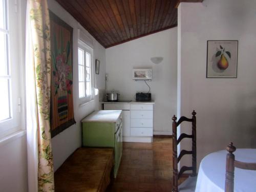 A kitchen or kitchenette at Casal das Tílias