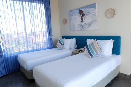 A bed or beds in a room at Villa Tepi Segara