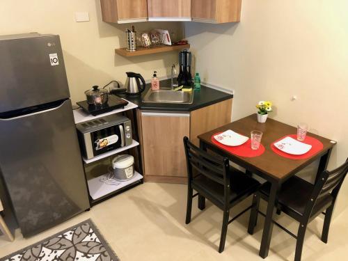 A kitchen or kitchenette at Avida Towers Riala, IT Park, Cebu city