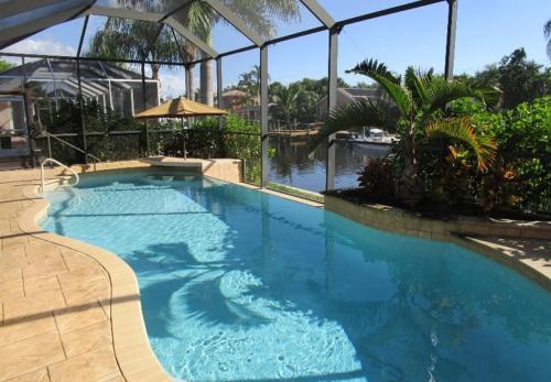 Der Swimmingpool an oder in der Nähe von Sensation