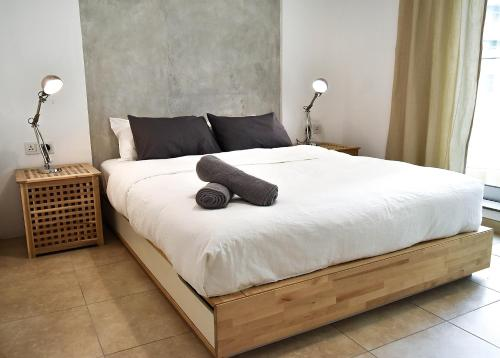 A bed or beds in a room at BackPacker 16