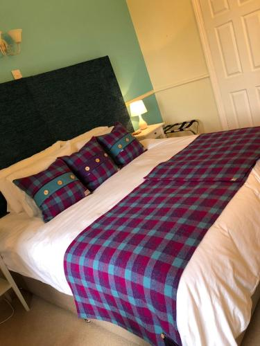 A bed or beds in a room at Rose House