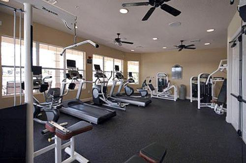 The fitness center and/or fitness facilities at Orlando Comfort