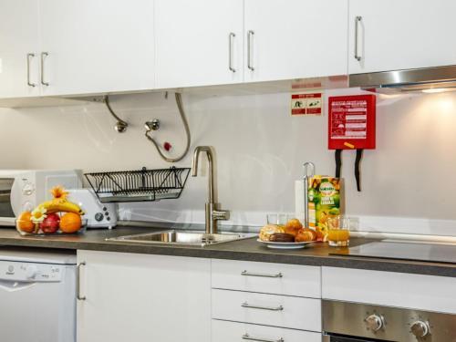A kitchen or kitchenette at Apartment Studio Mafra