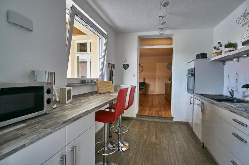 A kitchen or kitchenette at Ferienwohnung Atrium