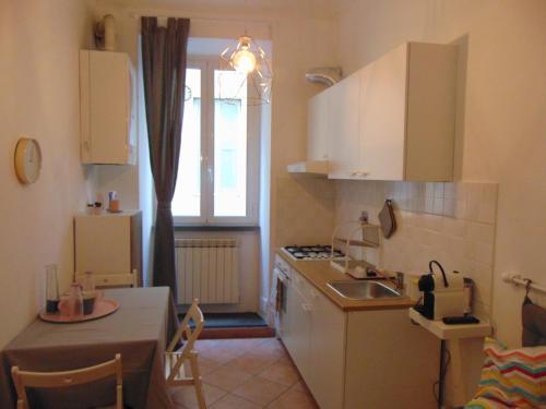 Een keuken of kitchenette bij Gessi Charming Apartment