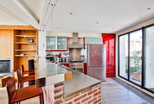 A kitchen or kitchenette at Eiffel Terraces