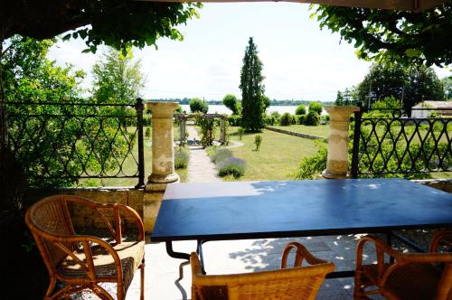 Tennis de table au sein de l'établissement Villa Bacchus ou à proximité