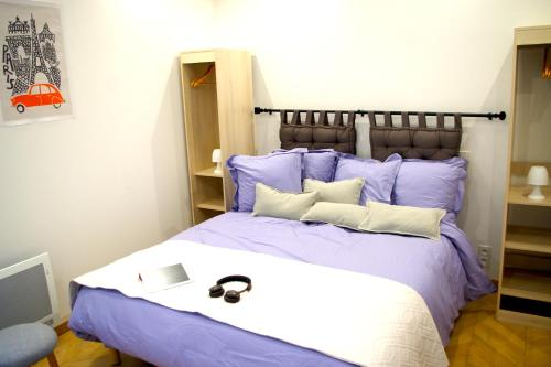A bed or beds in a room at Le Poissonnière