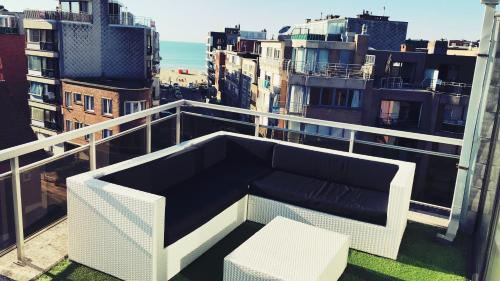 A balcony or terrace at Penthouse VI