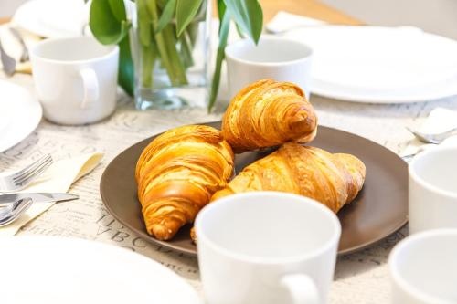 Breakfast options available to guests at Bronowice