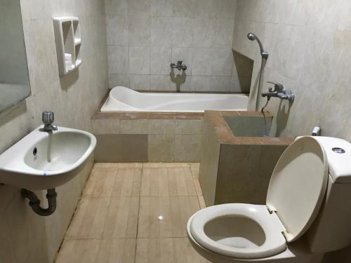 A bathroom at U-Nice Residence,15 beds ENTIRE HOUSE,city central Jogja