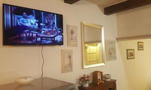 Télévision ou salle de divertissement dans l'établissement Dimora Genovese