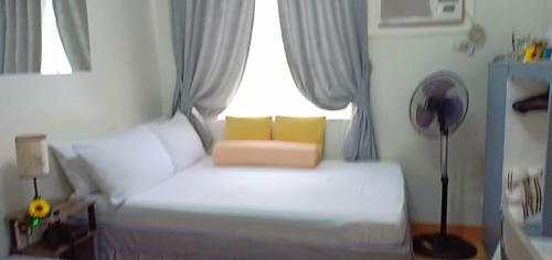 A bed or beds in a room at Ann's @ Trees Residences