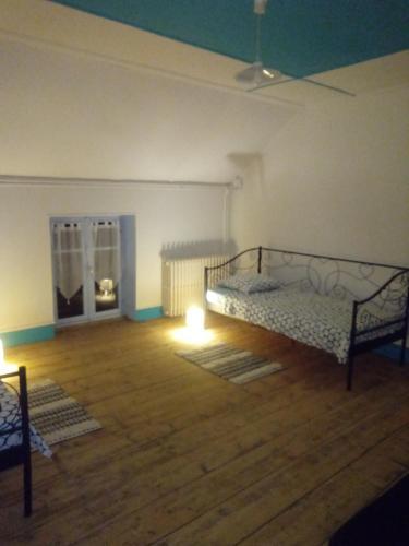 Un ou plusieurs lits dans un hébergement de l'établissement la maison de mamie-câlin