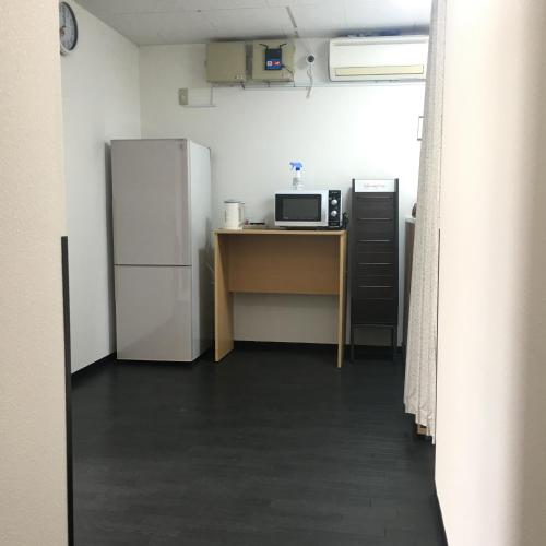 A kitchen or kitchenette at Lucky Hostel