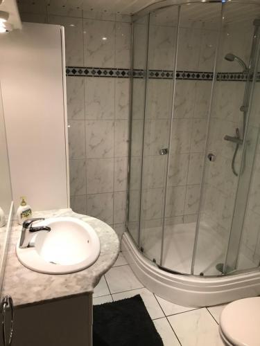 A bathroom at Apartment Seastar Zandvoort