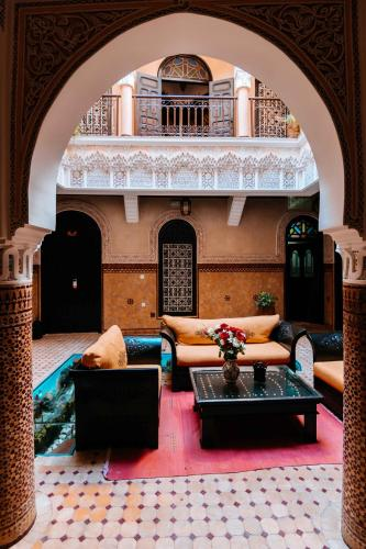 A seating area at Riad Hôtel Marraplace