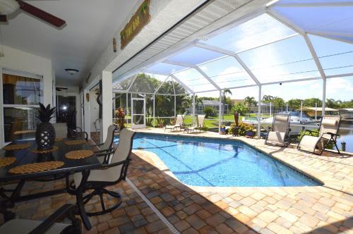 Der Swimmingpool an oder in der Nähe von La Bella Vita