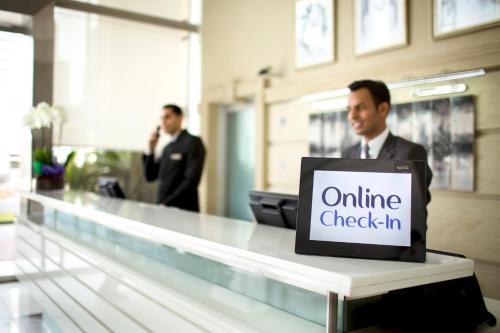 Hall ou réception de l'établissement Villa Rotana - Dubai