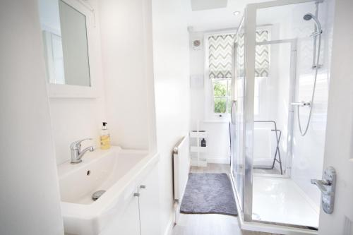 A bathroom at Lansdown Place Apartment