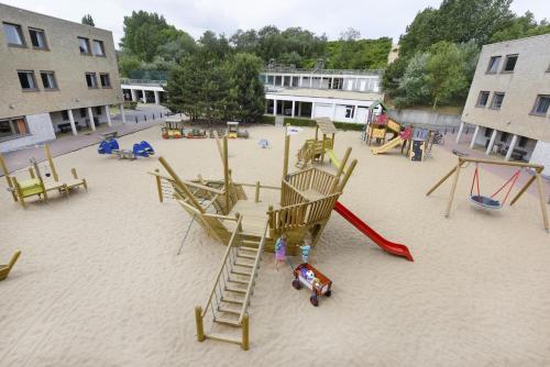 Ein Kinderspielbereich in der Unterkunft Vakantiedomein Hoge Duin