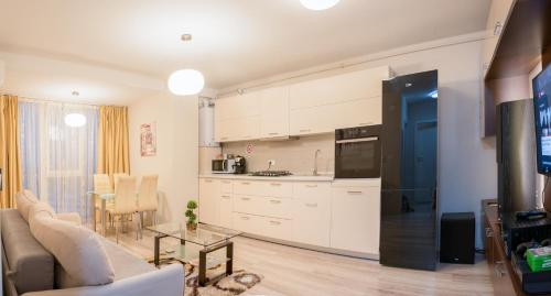 A kitchen or kitchenette at Pavel's Apartment