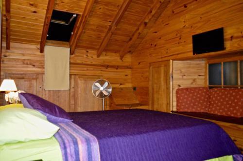 Una cama o camas en una habitación de Departamento Centrico SMA