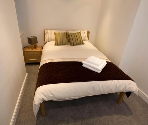 Кровать или кровати в номере Aberdeen Serviced Apartments - The Lodge