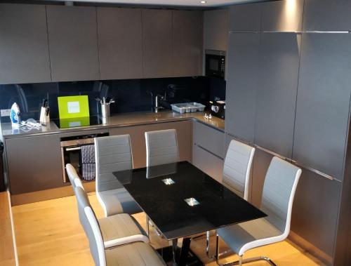 Кухня или мини-кухня в Access Tower Hill