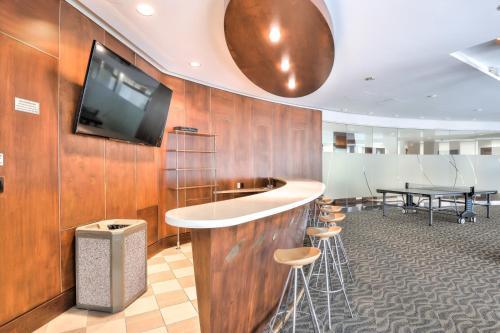 Un baño de Toronto Luxury Accommodations - QWEST