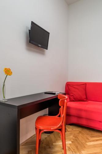 Hostel 1W