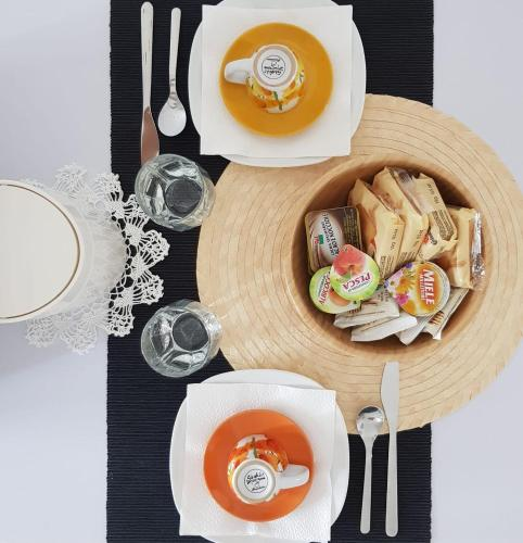 Breakfast options available to guests at Zanardi 388