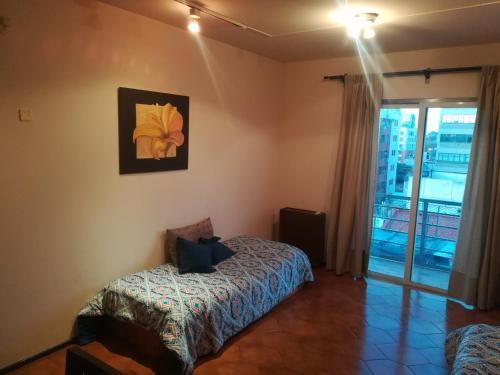 Una cama o camas en una habitación de Colon Apartment