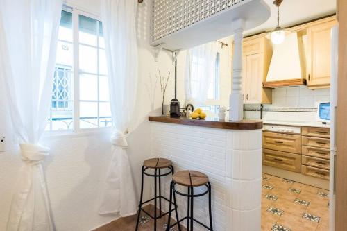 Ett kök eller pentry på CHIC APARTMENT RASTRO - WIFI