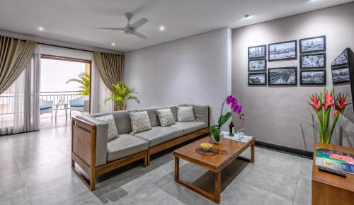 A seating area at Agung Putra Hotel & Apartment