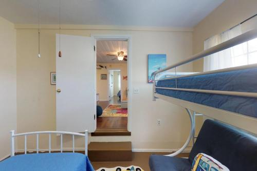 A bunk bed or bunk beds in a room at Cherry Street Cottage