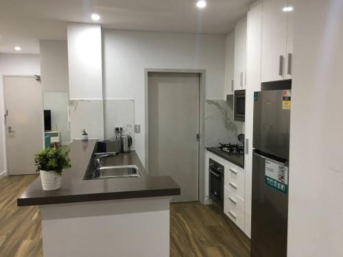 A kitchen or kitchenette at Specious Apartment with 2 Large Bedrooms